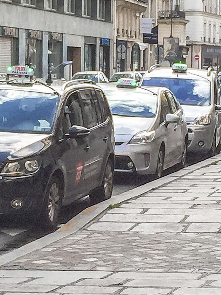 Station-de-taxi-a-proximite